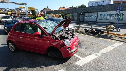 KRAFTIG: Bilen fikk store skader.