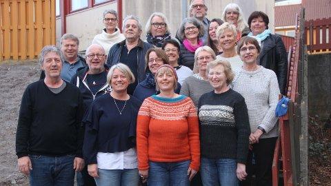 RISKA: Riska-koret Vice Versa er eit av to kor som held vårkonsert i Riska gamle kyrkje i tysdag kveld.