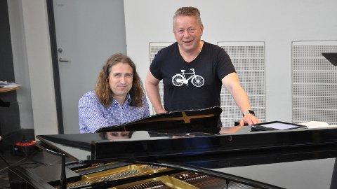 KONSERT: Torsdag blir det gratis konsert med Bjarte Lending (t.v.) og Dagfin Magne Egeland. Tore Bols, som også blir med, var ikkje til stades då biletet blei tatt.