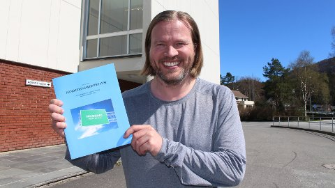 GAV UT BOK: Kjetil Gjerdevik fra Sandnes er til daglig rektor ved Vikeså skule. Nylig har han gitt ut bok om temaet mobbehåndtering i skolen.