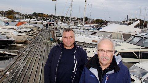 BEKYMRET: Roald Aas og Hans Dreyer i Lura Båtforening er bekymret over Sandnes Tomteselskaps ønske om inntil 2000 boliger i Luravika hvor båtforeningen holder til i dag.
