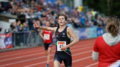 GULLGUTT: Jakob Ingebrigtsen vant en overlegen seier på 5000 meter.