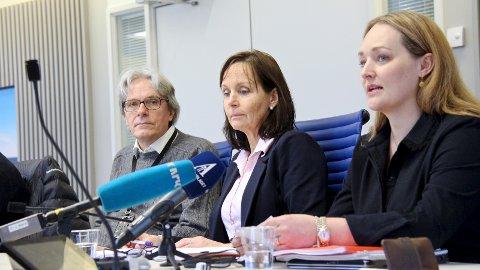 – ALVORLIG: Dette er alvorlig og blir utfordrende, sier Stine Haave Åsland (til høyre) som er sekreteriatsleder for Bypakke Nord-Jæren. Samferdselssjef Gottfried Heinzerling og fungerende regionvegsjef Tone Oppedal nikker anerkjennende.