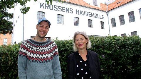 SØKER KUNSTNERSPIRER: Kunstner Hans Edward Hammonds og Hildegunn Guddal Svensson fra Sandnes Kunstforening ønsker flere unge kunstnerspirer til et helt spesielt kunstprosjekt som skal arrangeres i Krossen Havremølle.