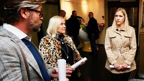 MÅ SNU: For at Mona Anita Espedal skal få sin sak til ny vurdering i formannskapet må blant andre Thor Magne Seland (H) endre oppfatning. Samtlige stemte nei den 29. oktober. Wenche Meinich-Bache (Frp) sitter ikke i formannskapet, men støtter Mona Anita Espedal (t.h) i hennes kamp mot kommunen.