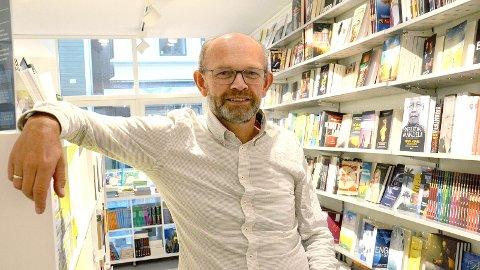[b]INGEN FRYKT:[/b] Daglig leder Helge Brunstad hos Bibelbutikken i Laggata tror ikke den nye bomringen vil påvirke handelen i Langgata.