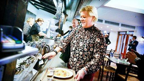 LURA: Sist Siv Jensen var i Sandnes, spiste hun middag på Lura boas. Nå har hun avlyst planlagt tur, og heller kalt inn til ekstraordinært landsstyremøte i Frp.