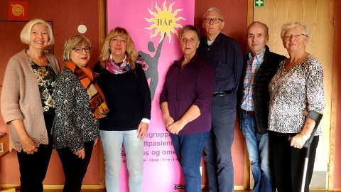 ARRANGERER BASAR: Torsdag arrangerer Støttegruppe for kreftpasienter i Sandnes og omegn basar. Her er styret representert ved Liv Bente Eldholm (sekretær), May Buchholdt Espedal (nestleder), Ragnhild B. Skjæveland (leder), Kate Bue (vara), Jan Åge Tisløv (kasserer), Jan Georg Iversen (vara) og Ellinor Aure Nes (styremedlem)