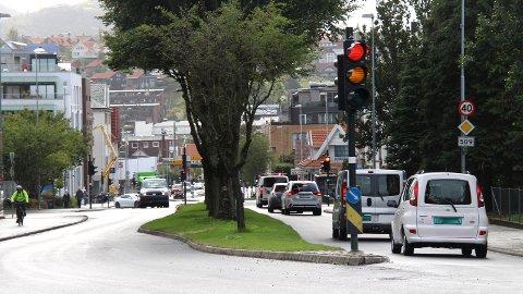 NYE LYS: Omsider er nye trafikklys på plass i Oalsgata.