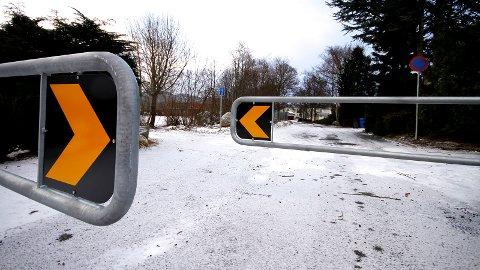 STENGT: Denne fysiske sperringen er nylig satt opp i Granveien for å hindre gjennomgangstrafikk.