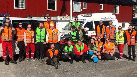 [b]VAKTLAGET PÅ SINNES: [/b]Fra venstre: Eirik Sivertsen, Jonathan Sivertsen (på skuldrene til far), Janne Malmin, Benedikte Gåsland, Roar Kluge, Morten Bruland Eidså (bak), Camilla Sivertsen, Håvard Westby Ravndal (står bak scooteren), Camilla Boganes (sitter på scooter), Sivert Hatlestad (sitter på scooter), Egil Torpe, Magnus Berge, Gudrun Kvalvik Nordstokke, Anne-Gro Njaa Kluge. [b]Foran fra venstre:[/b] Anne-Lise Kluge, Runar Koppergård, Catharina Alexandra Midthun Stene, Silja Kristine Årstad-Gramstad, Sofie Laugaland, Camilla Ivarjord Røsbak.