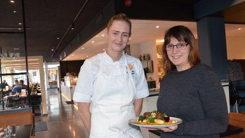 [b]FORNØYD: [/b]Soussjef Jenny Marie Vinningstad (t. venstre) og administrasjonsleder Kristine Hansen Rake hos NOI kan konstatere at satsingen på vegetarmat under 100-ugå betalte seg.