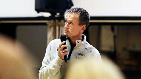 VIL BEGYNNE: Prosjektleder Gunnar Eiterjord og Vegdirektoratet har sendt brev til Samferdselsdepartementet. Her er prosjektlederen på Figgjo for å forklare endringene som er planlagt etter at Statens vegvesen måtte kutte utgifter for E39 Hove-Ålgård.