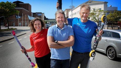 STILL GOING: Tina og Odd Langhelle sammen med Arne Idland i forkant av 2016-utgaven. Her er de i Vågsgata, som i år stenges 22. juli for trafikk.