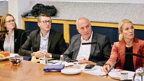 Det har blitt etter hvert blitt flere utsettelser i forhandlingene om ny byvekstavtale. Planlagte forhandlinger 2. oktober er tatt bort. Her er de fire ordførerne i Randaberg, Sola, Sandnes og Stavanger avbildet i Stavanger på ett av mange møter.