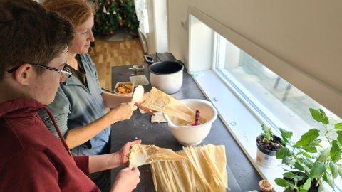 Her lager familien Javier Meksikanske tamales.