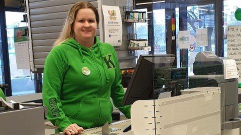 HANDEL: – Vi vet av erfaring at spesielt onsdagen før skjærtorsdag og påskeaften er veldig travle. Vi oppfordrer derfor kundene til å ta storhandelen denne uken, eventuelt mandag og tirsdag til uken, sier butikksjef Trine Vistnes Fidan ved Kiwi Vågsgata.
