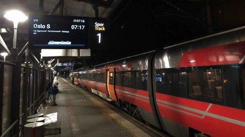NATTOG: Fra 3. juli kan du kose deg litt lengre på byen vel vitende om at du kommer deg trygt hjem med toget.