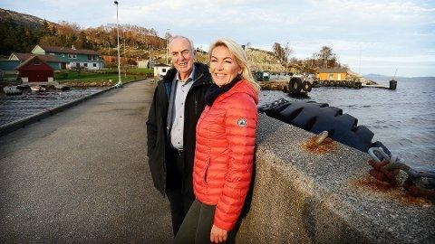 PÅ VENT: I 2018 da Stanley Wirak og Annelin Tangen annonserte satsingen på Lauvvik, så alt annerledes ut. Nå er det nedgangstider, koronavirusets herjinger gir ringvirkninger og fergesambandet lever på nåde.