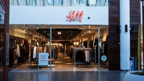 H&M med gigantisk smell globalt. På Amfi Vågen stenger de ned i slutten av februar.