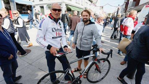 FRASTJÅLET: Kjell Bjelland setter veldig stor pris på servicen som sykkelbutikken Spinn viste da sykkelen hans ble stjålet. Eirik Sæbø brukte fridagen sin til å hente ny sykkel i Stavanger, og leverte den personlig til Bjelland i Langgata i 2018.