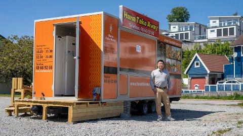 Jacky Zhenyu Yang er dagleg leiar i Bjergsted Takeaway AS, som eig denne matvogna på Hana.