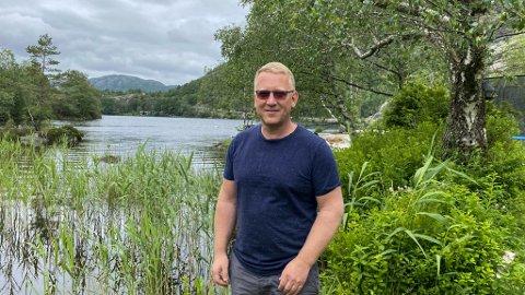 Jostein Horneland (46) nyter dagene på Fløysvik.