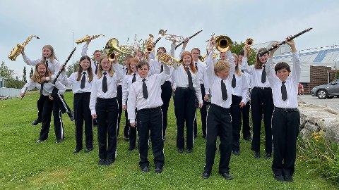 GLAD GJENG: Hovedkorpset i Ganddal Skolekorps ser fram til en mer normal korpshverdag når pandemien nå går mot slutten. Etter hvert blir det også nye uniformer til de unge musikantene.