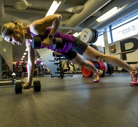 Styrketrening er en del av forberedelsene til de ekstreme konkurransene Lise Lavoll Borgen skal delta i. (Foto: Johnny Helgesen)