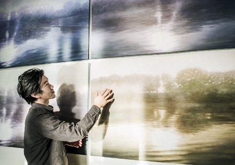 Maler med lys: Lys er en viktig del av bildene til Nguyen, enten det er sollys, refleks, lyskastere eller gatelys gjengis de nærmest fotografisk.