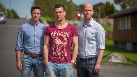 FIKK HJELP: Thomas Hansen (i midten) fikk hjelp av Robert Speare (t.v.) og Hallgeir Kvadsheim (t.h.) fra «Luksusfellen».