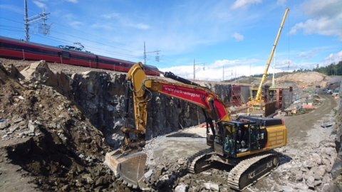 ARBEIDER: Park & Anlegg AS har i over ett år arbeidet med Follobanen-prosjektet rett nord for Ski Stasjon.