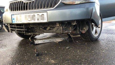 ØDELAGT: Slik så bilen til Ida Caroline Karlsen ut etter et kraftig møte med et trailerdekk på E6 mellom Årum og Solbergtårnet.