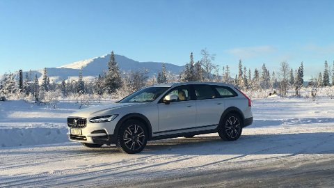 Volvo V90 Cross Country er klar for lansering, vi tester vi den for første gang på svenske vinterveier.