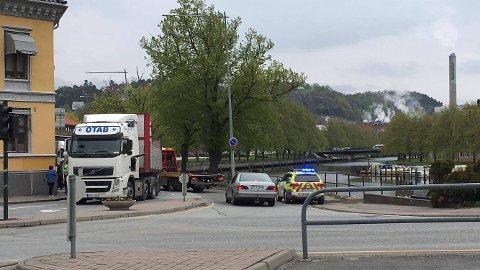Viking på plass nå. Bilister kan kjøre over brua ved Vaterland. (Foto: Anja Lillerud)