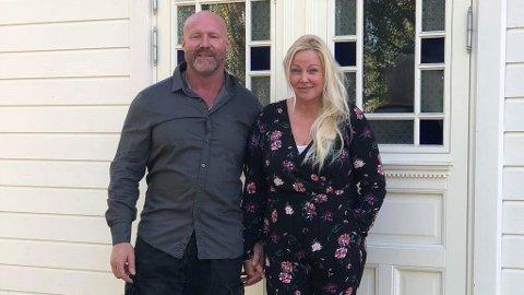 ANGRER ENOVA-KONTAKT: Frank Ravn Hansen og Trine Sandberg i Spydeberg skulle oppgradere huset. De tok kontakt med Enova. Det angrer de på.