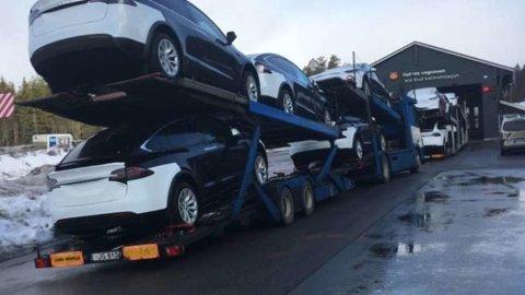 Nok en Tesla-transport ble torsdag nektet videre kjøring etter å ha store trafikkfarlige mangler. Også denne gangen var det en svært forurensende lastebil som ble brukt.