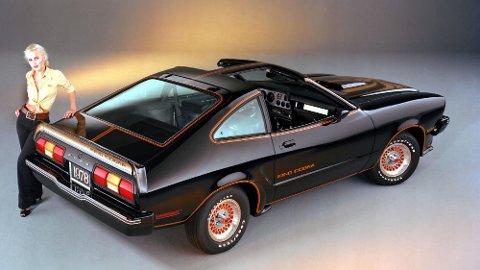 Andre generasjon av Ford Mustang ble aldri noen hit. Det bidrar til at prisene på disse bilene er svært gunstige. Toppmodellen, King Cobra, har dessuten V8-motor og et ganske heftig grafikk. Dette er èn av fem amcar-kjøp vi kan anbefale.