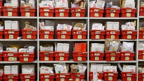 FÆRRE BREV: Nordmenn har mistet lysten til å betale for å sende brev. Det gir en gedigen hodepine for Posten Norge.