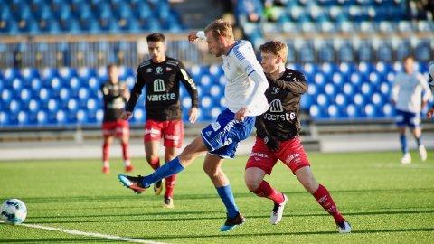 NABODUELL: Jonathan Lindseth og Sarpsborg 08  skal spilles treningskamp mot FFK den 12. februar. Dette bildet er fra klubbenes treningskamp vinteren 2019.