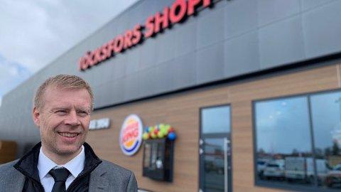 FORNØYD: Lars Erik Erøy er senterleder ved Töcksfors Shoppingcenter som kan notere seg 30 prosent vekst i påskehandelen.