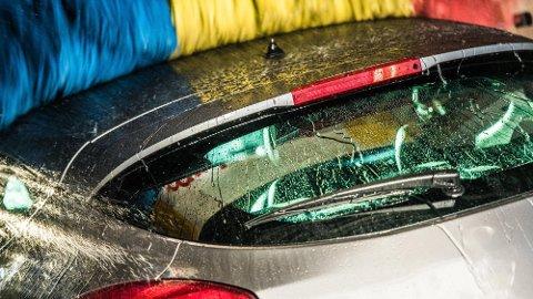 Det er flere ting du bør tenke på før du tar maskinvask av bilen. Noe av det viktigste er at du må forsikre deg om at tenningen faktisk er av. Det er også lurt å skru av antennen.