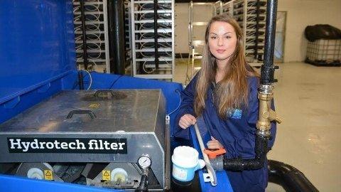 VIL BLI SJEF: Liza-Mari Widnes Isaksen (27) har drømt om å bli sjef i mange år. Nå skal hun lede Norway Royal Salmons gigantanlegg som bygges på Dyrøya 1 times kjøring fra Tromsø.