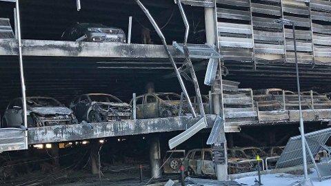 Den voldsomme brannen i parkeringshuset på Sola er trolig Norges største bilbrann noensinne. Foto: Tryg Forsikring.