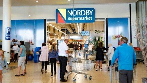 VEKST: Fra 2008 har veksten i grensehandelen vært nesten dobbelt så sterk som veksten i norsk dagligvarehandel, ifølge Virke. Her fra Nordby kjøpesenter, nær Svinesund.