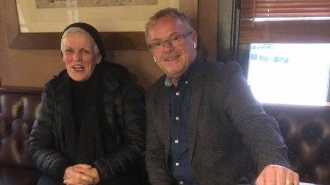 SEKUNDER FØR: Kun noen sekunder etter at dette bildet ble tatt, avslørte Per Sandberg at han visste hvem seriesvindleren Marie Madeleine Larsen (t.v.) var.