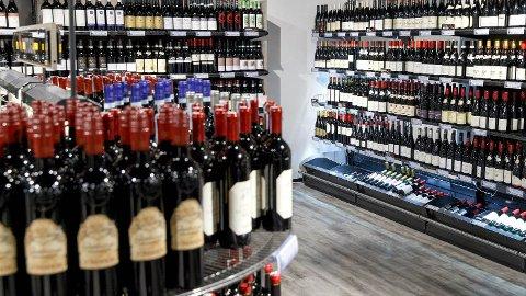 GRENSEHANDEL: Redusert grensehandel i fjor bidro til rekordsalg i byens to Vinmonopol.