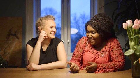 I KONGO: Sofie Frøysaa er grunnskolelærer, komiker, foredragsholder og forfatter av boka Jenteloven. – Hun er en unik og fantastisk person som jeg er blitt veldig glad i, og jeg gleder meg til å dele turen med henne, sier Martine Uzia Jonathan.