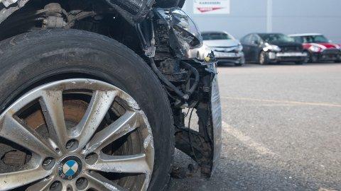 Etter at du har byttet hjul og kjørt litt på de nye, er det svært viktig at du etterstrammer hjulboltene. Glemmer du det, kan du bli en av de flere hundre som hvert år ender opp på tre hjul.