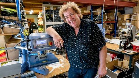 Roy Andersen leverer arbeidstøy, og driver også med tekstiltrykk. En av spesialitetene er T-trøyer hvor kunden kan få ønsket motiv.